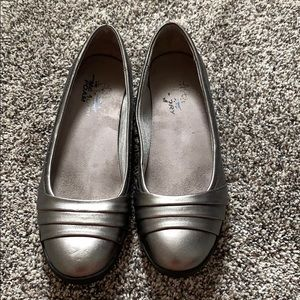 Pewter flat dress shoe